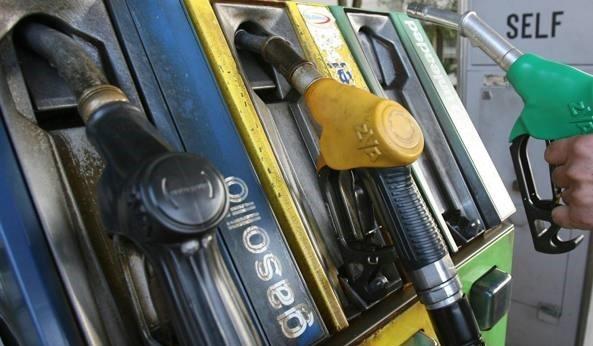 Benzina più cara d'Europa, il pieno è di accise