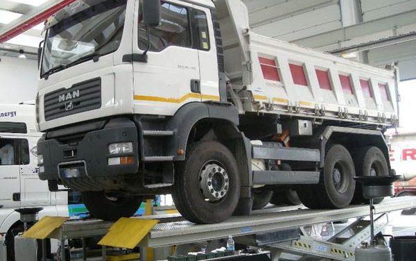 TRASPORTI-Revisioni veicoli pesanti: per le nuove procedure proroga al 3 maggio 2017