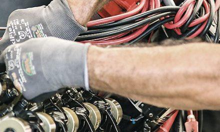 """AUTORIPARAZIONE – Carrozzieri e meccanici sardi soffrono, resistono e si aggiornano. 2.400 imprese con circa 9mila addetti. Sulla categoria si abbatte la questione della garanzia sui pezzi di ricambio. Confartigianato Sardegna: """"Situazione che sta mettendo in difficoltà le aziende: chiederemo al Parlamento di intervenire """". Crescono le auto ibride ed elettriche: il dossier di Confartigianato Sardegna."""